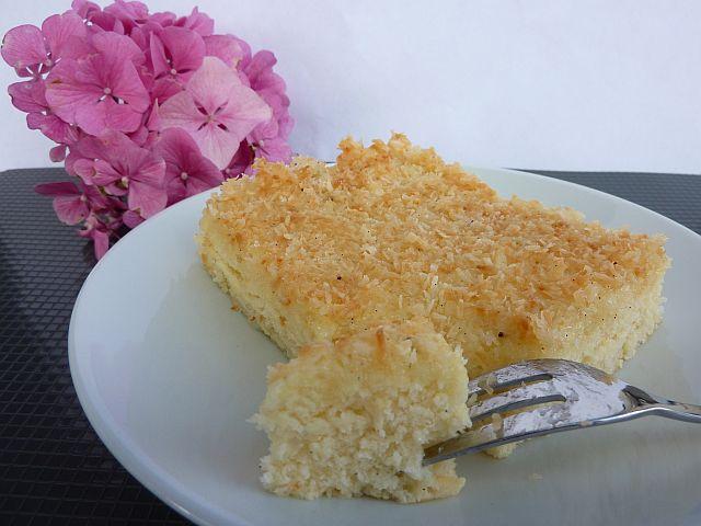 Kokos Buttermilch Kuchen Ein Saftiger Blechkuchen Bo S Kitchen