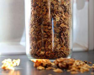 Knusper-Müsli selbstgemacht - einfaches Rezept ohne Zucker