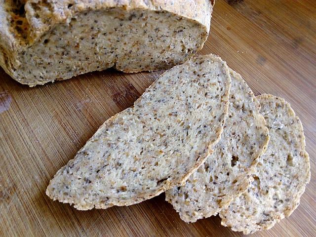 Glutenfreies Brot mit Chia Samen und Flohsamen