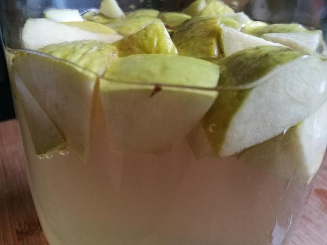 Apfelessig Ansatz aus Äpfeln